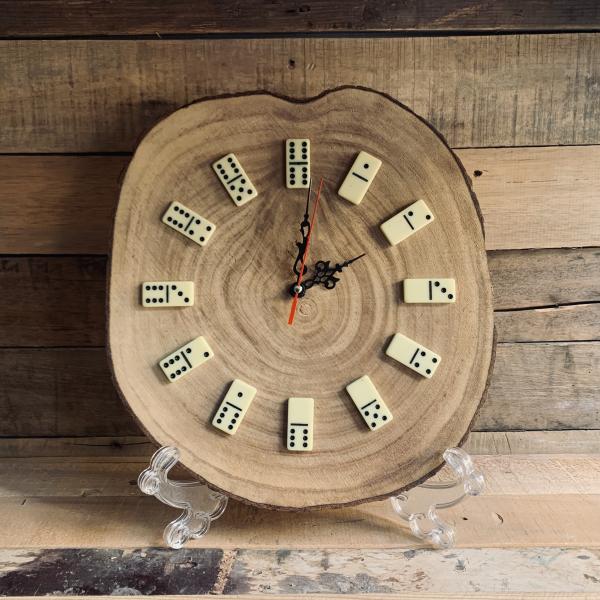 ساعة الدومينو